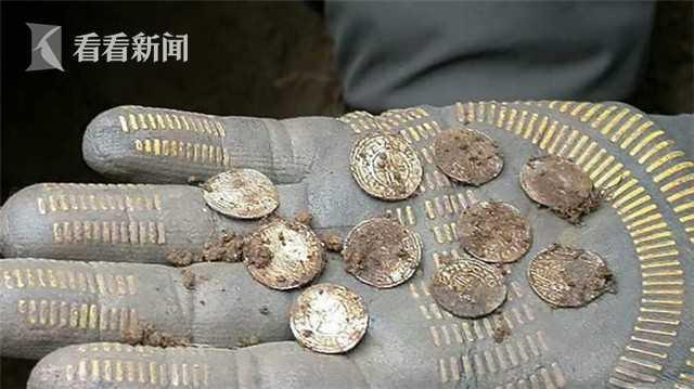 Do được bảo quản tốt nên mỗi đồng xu có giá trị lên tới 7,7 triệu đồng