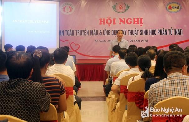 GS.TS. Phạm Quang Vinh - Phó viện trưởng Viện Huyết học truyền máu Trung ương chia sẻ kinh nghiệm tại hội nghị. Ảnh: Thanh Hoa