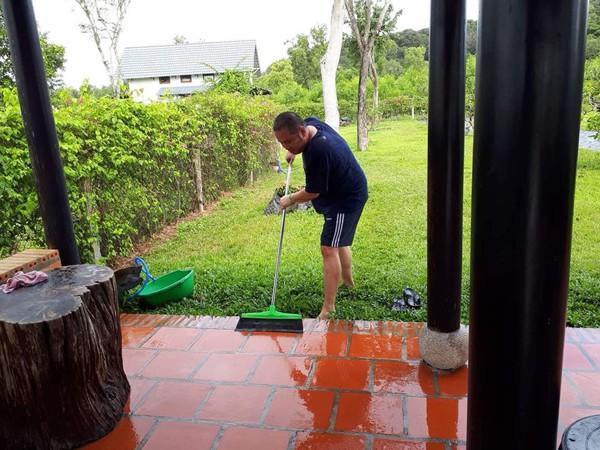 Quang Huy tích cực với cuộc sống nhà nhã ruộng vườn.