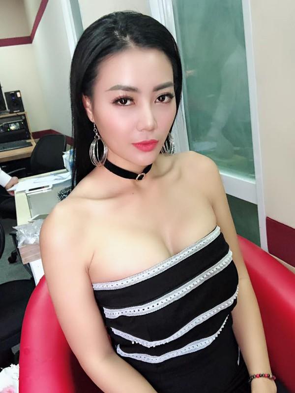 Hiện tại, người đẹp đang sống hạnh phúc bên chồng và hai con nhỏ tại Hà Nội. Người đẹp hiện tại là một trong những gương mặt đắt show sự kiện tại khu vực phía Bắc.