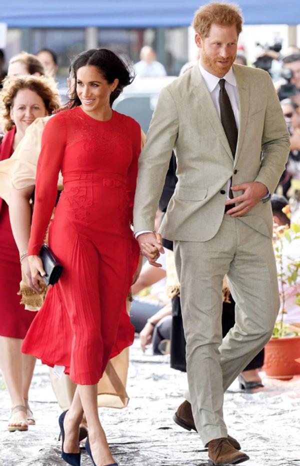 Công nương Meghan Markle luôn nở nụ cười tươi trên môi. Trong thời gian công du 16 ngày, Meghan Markle giữ được sức khỏe và tinh thần tốt. Cô cũng nhận được sự chăm sóc chu đáo của từ hoàng tử Harry.