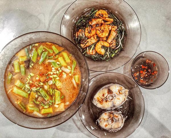 Bát nước chấm nhiều ớt đặc trưng theo phong cách Lan Khuê