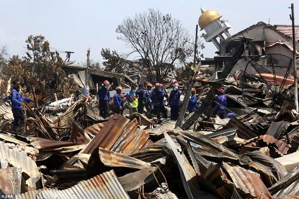 Hình ảnh thảm khốc sau trận thảm họa kép tại Indonesia.
