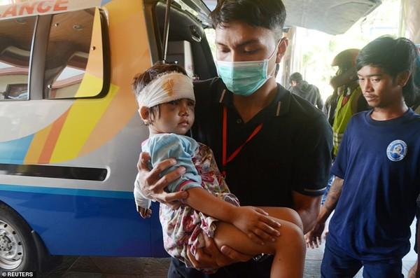 Một trẻ em Indonesia được cứu sống trong cuộc thảm họa.