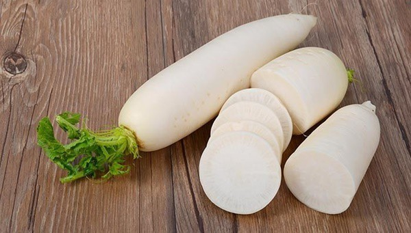 Củ cải trắng được coi là khắc tinh của những bệnh đường hô hấp, kích thích tiêu hóa nên cực tốt khi được dùng thường xuyên vào mùa đông.