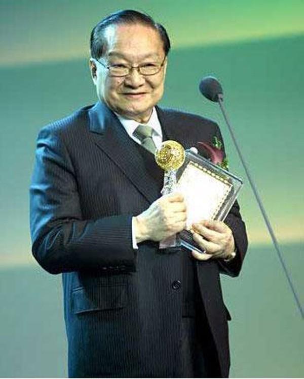 Nhà văn Kim Dung được xem là tượng đài về tiểu thuyết kiếm hiệp.