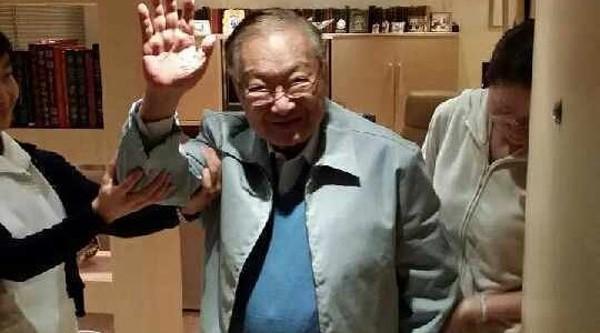 Nhà văn Kim Dung lúc cuối đời.