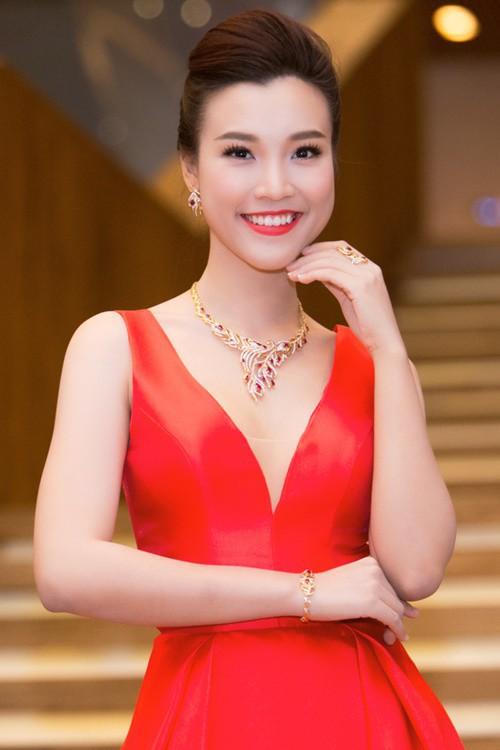 Hoàng Oanh được khán giả yêu mến với vai trò MC của nhiều chương trình.