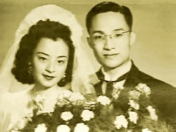 Nhà văn Kim Dung và người vợ đầu.