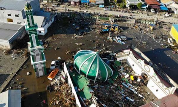 Nhà thờ đổ sập chôn vùi hơn 80 đứa trẻ.
