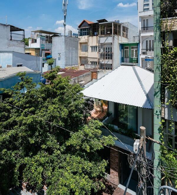 Căn nhà nằm trong một con hẻm nhỏ khá khuất ở quận Phú Nhuận, Thành phố Hồ Chí Minh.