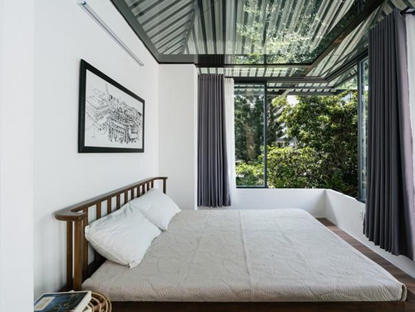 Phòng ngủ đặt ở tầng 2, tiết chế nội thất đến mức tối đa.