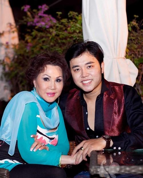 Vũ Hoàng Việt nhiều lần cầu hôn Yvonne Thúy Hoàng nhưng đều bị từ chối vì bà muốn cả hai mãi mãi là tình nhân.