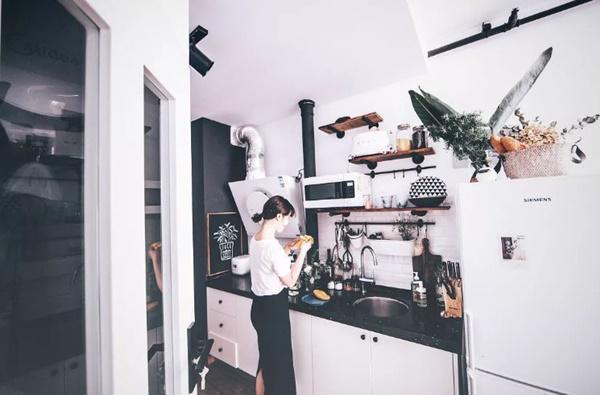 Sở thích của Tiểu Miêu là nấu ăn, làm bánh...
