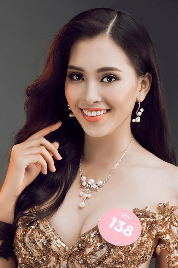 Trần Tiểu Vy sinh năm 2000 tại Hội An, Quảng Nam. Với chiều cao 1m74, Trần Tiểu Vy đăng quang Hoa hậu Việt Nam 2018.