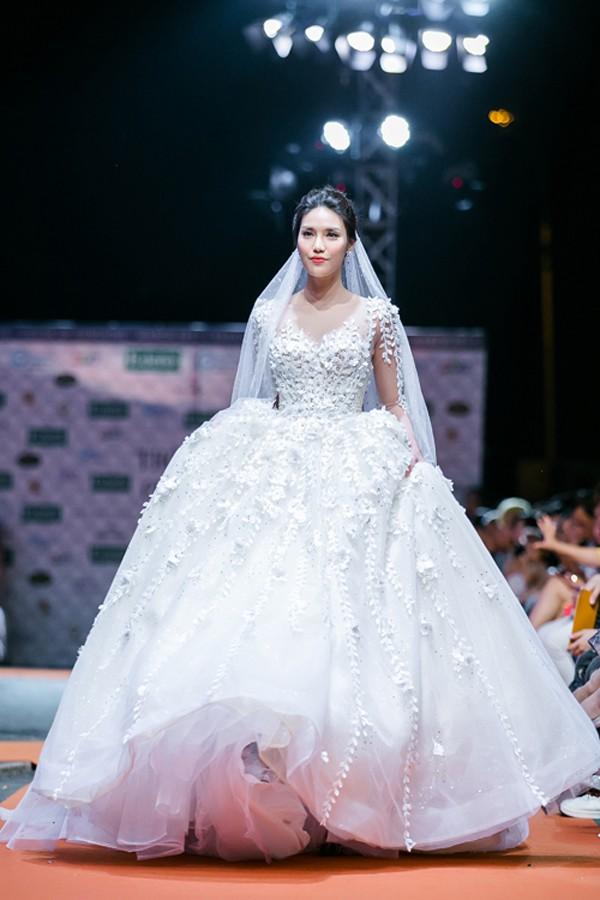 Váy cưới xinh đẹp của Lan Khuê.