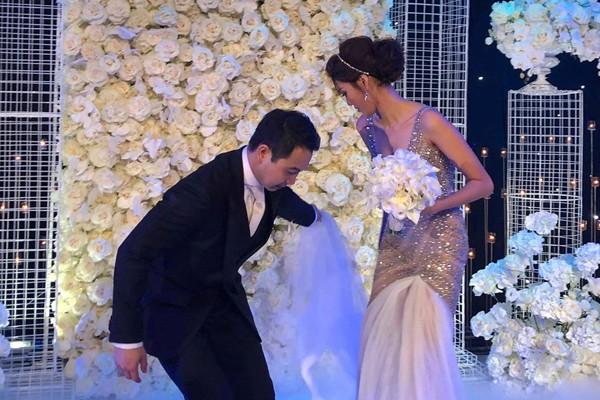 Khoảnh khắc xúc động của chú rể trong đám cưới. Ảnh Ngôi sao.net