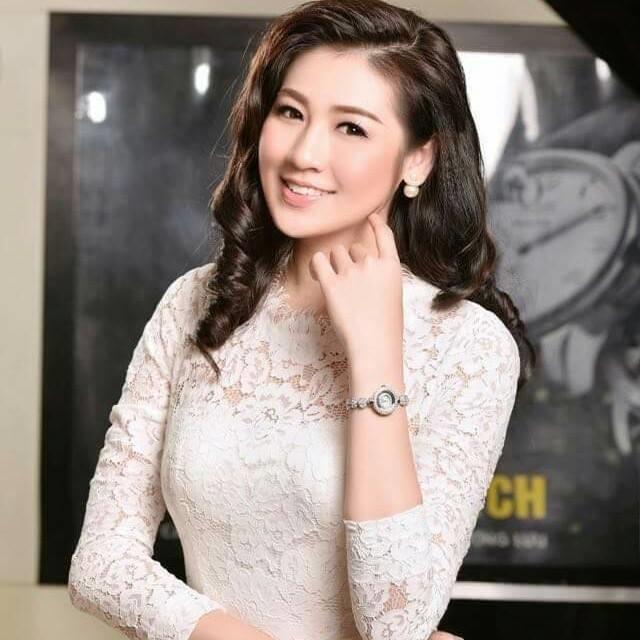 Đồng hồ đeo tay giúp nữ giới nổi bật và thời trang hơn.