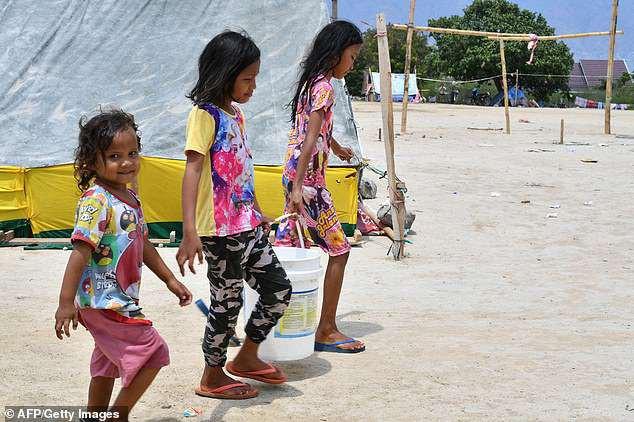 Nước sạch cũng là vấn nạn trong đại họa ở thành phố Palu.