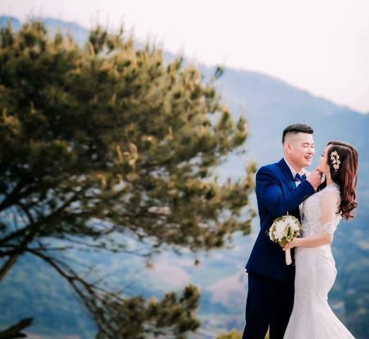 Ảnh cưới hồi tháng 3/2018 của nam bác sỹ và nạn nhân.