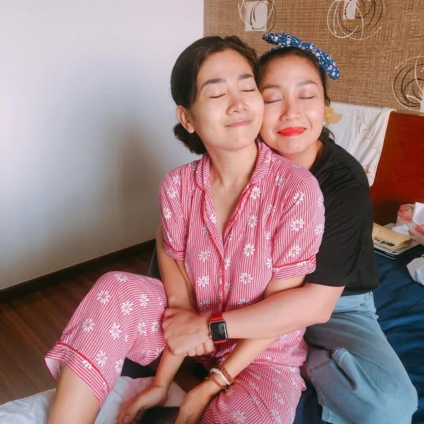 Diễn viên Mai Phương hạnh phúc bên người bạn Ốc Thanh Vân.