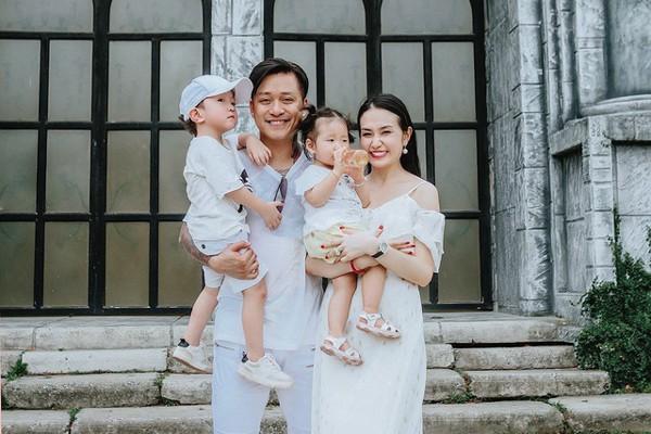 Gia đình hạnh phúc của Tuấn Hưng.
