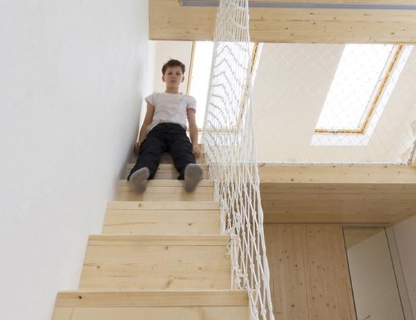 Ngôi nhà là một sự kết hợp hết sức đơn giản của màu gỗ tự nhiên nhưng vẫn toát lên sự thanh lịch