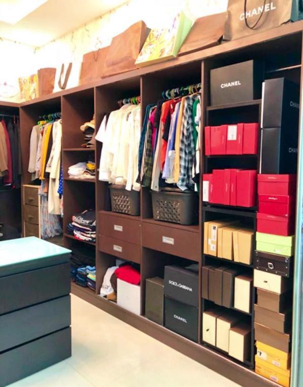1 góc của phòng để đồ được sắp xếp lại.