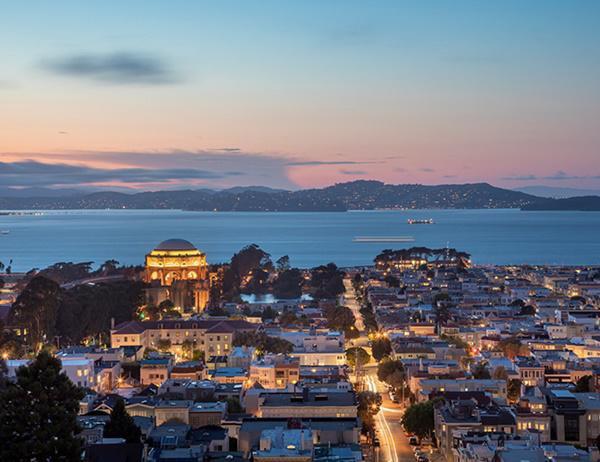 Khung cảnh hoàn hảo cho những buổi tối khi bạn có thể ngắm nhìn toàn cảnh thành phố
