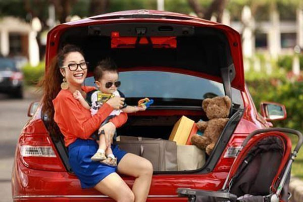 Thời chưa nổi đình đám, cô đã tự mua xe hơi tiền tỷ.