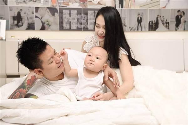 Kể từ lúc có bé Su Hào, Tuấn Hưng sống có trách nhiệm và là ông bố mẫu mực.