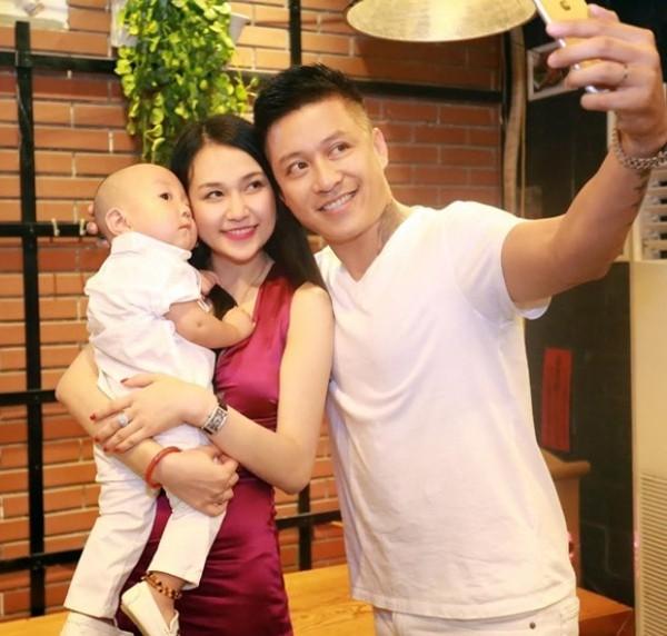 Hơn 4 năm hôn nhân, Thu Hương luôn là người nhún nhường và tích cực trong cuộc sống vợ chồng. Dù chồng đi công tác hay lịch trình đi diễn dày đặc nhưng cô vẫn cố gắng sắp xếp chuyện nhà rất ổn thỏa.