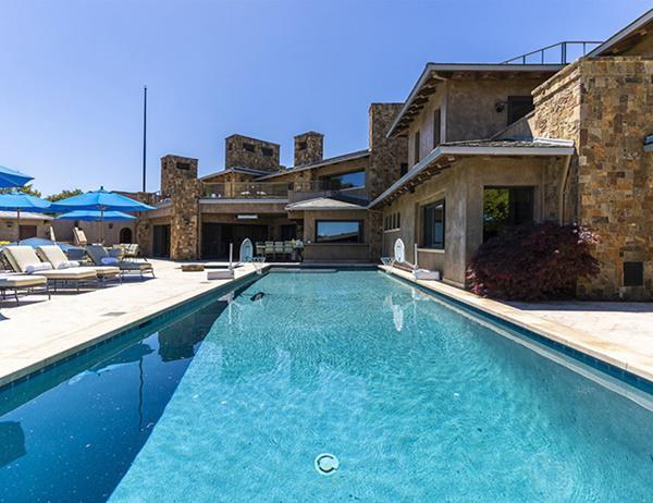 Bể bơi lớn như ở resort