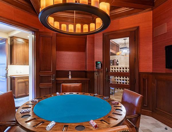 Không gian phòng poker