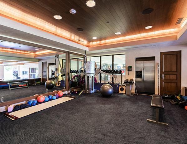 Ngoài ra còn có phòng tập thể dục với đầy đủ trang thiết bị