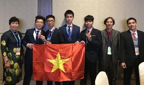 Đoàn học sinh Việt Nam tham dự kỳ thi Olympic Thiên văn học và Vật lý thiên văn quốc tế 2018 tại Trung Quốc. Ảnh: TTXVN.