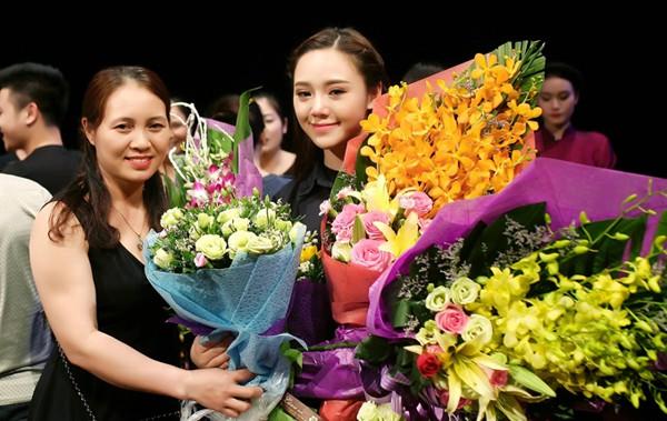 Quỳnh Kool và mẹ tốt nghiệp trong ngày Tốt nghiệp Đại học Sân khấu điện ảnh.