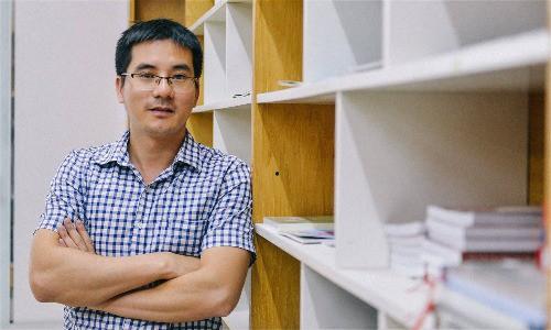 Dịch giả Nguyễn Quốc Vương. Ảnh: NQV.