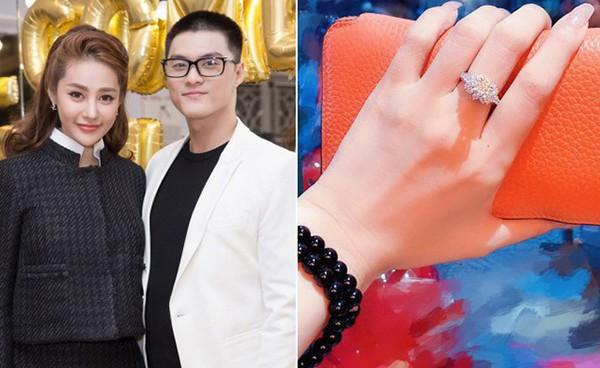 Đầu tháng 8 vừa qua, Linh Chi công khai việc được người yêu mua tặng nhẫn kim cương trị giá hơn 700 triệu đồng.