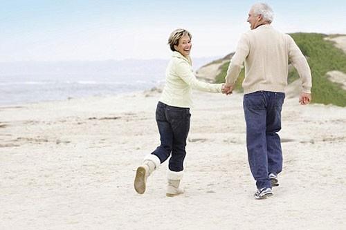 Người cao tuổi cần chọn những môn thể thao phù hợp với thể trạng để tốt cho sức khỏe. Ảnh minh họa