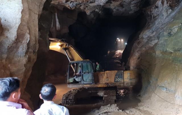Đã 11 ngày trôi qua nhưng nạn nhân thứ 2 bị mắc kẹt trong hang vàng vẫn chưa được tìm thấy.