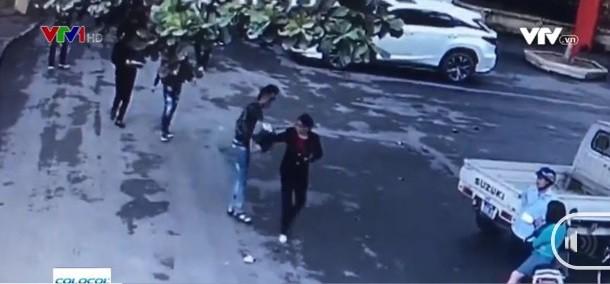Cướp trắng trợn hồ sơ đấu thầu tại sân UBND huyện Thạch Thất.