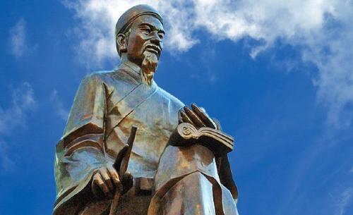 Tượng Trạng Trình Nguyễn Bỉnh Khiêm. Ảnh: Trường THPT chuyên Nguyễn Bỉnh Khiêm - Vĩnh Long