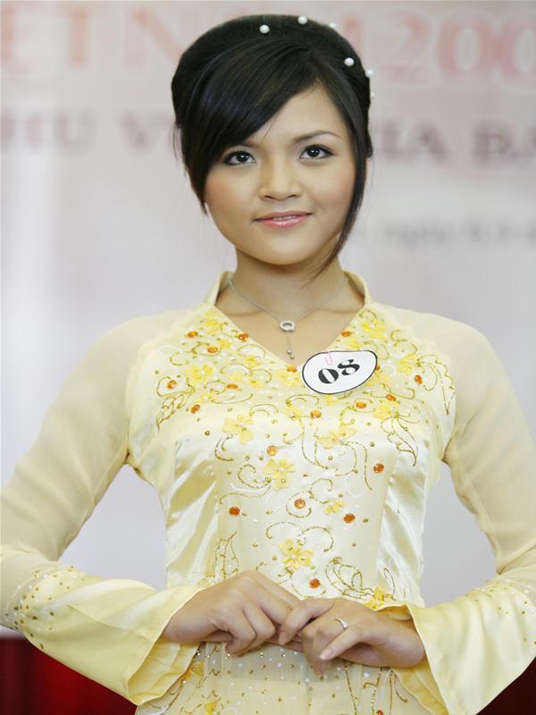 Diễn viên Thu Quỳnh nổi tiếng với rất nhiều vai diễn trong các phim Sống cùng lịch sử, Sống chung với mẹ chồng và mới đây là My sói trong phim Quỳnh búp bê. Trước khi nổi tiếng, cô từng là thí sinh Hoa hậu Việt Nam 2008.