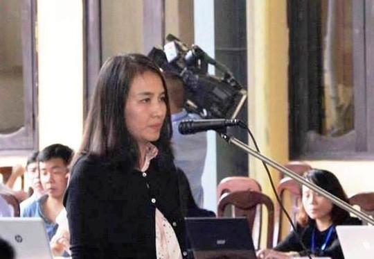 Nữ bị cáo Lưu Thị Hồng tại tòa.