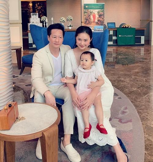 Phan Như Thảo muốn ra nước ngoài sống để con được hưởng môi trường giáo dục tốt.