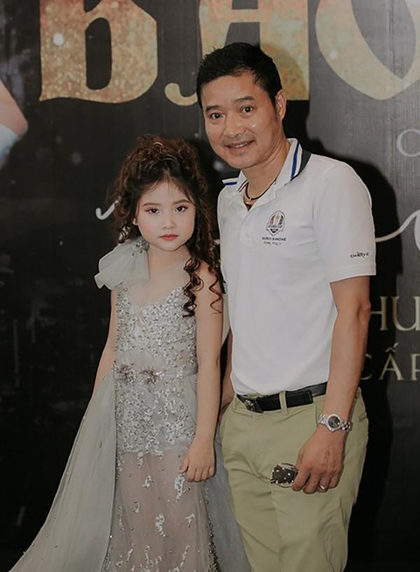 Khánh Vân sinh năm 2013, bộc lộ năng khiếu từ nhỏ và được bố mẹ ủng hộ theo con đường nghệ thuật.