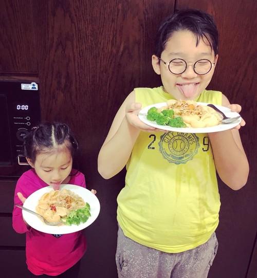 Thanh Thảo tiết lộ Hoàng Bách nấu ăn ngon, suốt ba năm yêu nhau, anh là người phụ trách vào bếp.