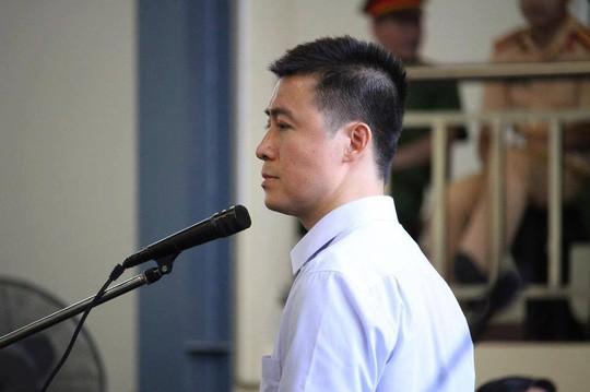 Phan Sào Nam lộ rõ nỗi buồn khi được nhắc đén hoàn cảnh vợ con đang gặp phải.