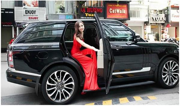 Cô sở hữu nhiều xe sang và đây là một những chiếc xe của người đẹp.